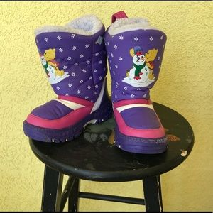 Disney Winnie the Pooh snow boots size 9/10
